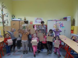 Наставници и уленици улесници радионице калиграфије